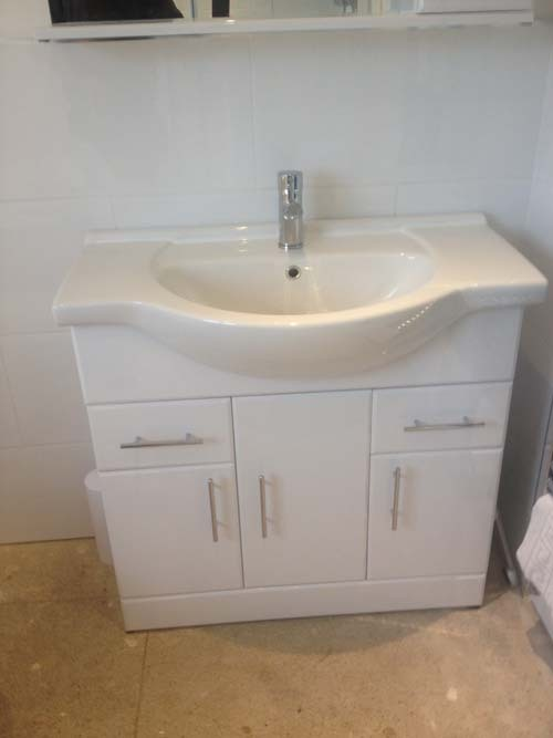 White-Modern-Bathroom-Vanity-Unit